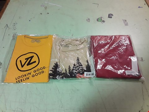 Lot 1755 LOT OF APPROXIMATELY 10 ASSORTED DESIGNER CLOTHING ITEMS TO INCLUDE A VON ZIPPER LOOKIN' GOOD FEELIN' GOOD YELLOW T-SHIRT M, A TREELINE PRINT T-SHIRT L, A RED THERMAL TOP ETC