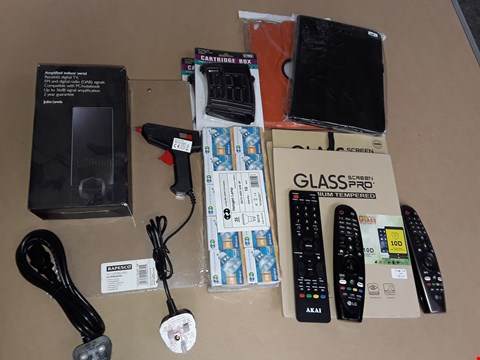 Lot 64 LOT OF ASSORTED HOMEWARE ITEMS TO INCLUDE AMPLIFIED INDOOR AERIAL, CARTRIDGE BOXES, LIGHT BULBS AND POWER CABLES