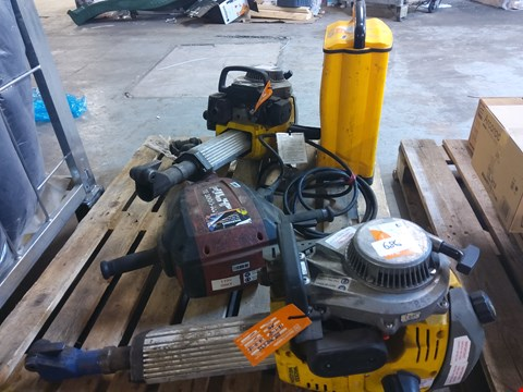 Lot 686 4 ASSORTED ITEMS TO INCLUDE:  BREAKERS, SITE LIGHT