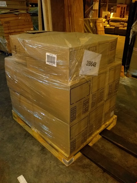 Lot 100 PALLET OF APPROXIMATELY 162 ASSORTED CLOTHING ITEMS TO INCLUDE: