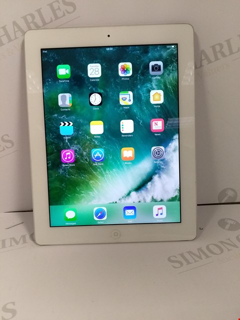 Lot 18316 UNBOXED APPLE IPAD 4TH GENERATION 16GB TABLET IN WHITE