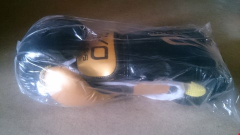 Lot 5514 EVO BOXING GLOVES