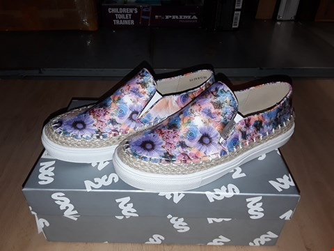 Lot 12300 BOXED STEP2WO LONDON VIOLET FLORAL SLIP ON SHOES UK SIZE 2