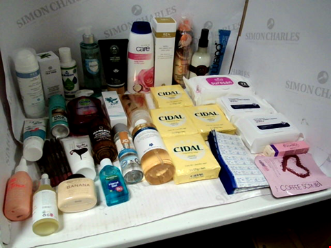 Lot 11020 LOT OF ASSORTED HEALTH & BEAUTY PRODUCTS TO INCLUDE: CIDAL CLEANSING SOAP, PHB HAND & BODY MOISTURISER, HAND SANITISING WIPES, ASSORTED BATHROOM & MAKEUP PRODUCTS