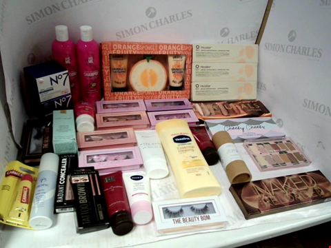 """Lot 11037 LOT OF ASSORTED HEALTH & BEAUTY PRODUCTS TO INCLUDE: FRUITY SHOWER KIT GIFT SET, HCOLOR NOURISHING COLOURING CREAM, URBAN DECAY """"NAKED RELOADED"""" EYESHADOW PALETTE, ASSORTED BATHROOM & MAKEUP PRODUCTS"""