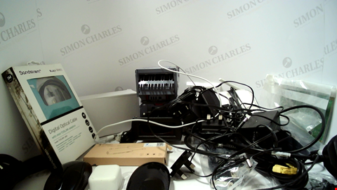 Lot 18105 LOT OF APPROXIMATELY 24 ASSORTED ITEMS TO INCLUDE POWER CABLES, LEADS, MOUSES ETC