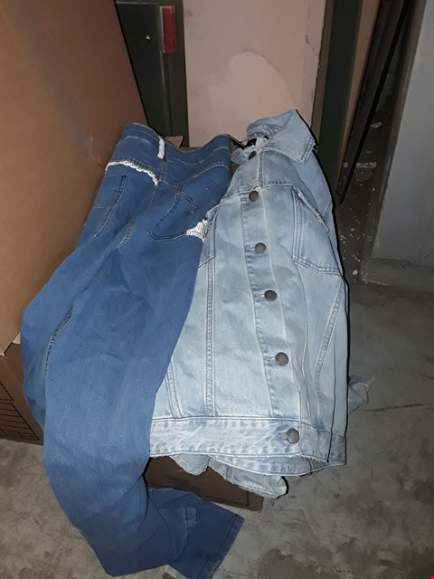 Lot 334 BOX OF APPROXIMATELY 11 ASSORTED CLOTHING ITEMS TO INCLUDE STONE WASH BADGE DENIM JACKET AND MID BLUE AWESOME FIT JEANS