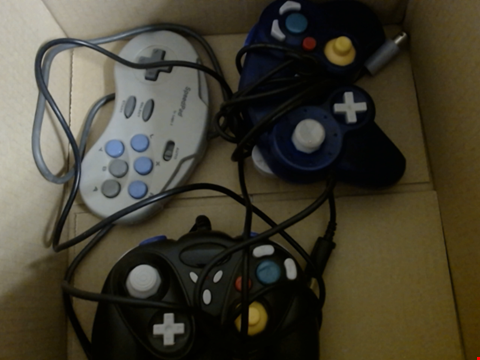 Lot 7766 3 RETRO GAMING CONTROLLERS