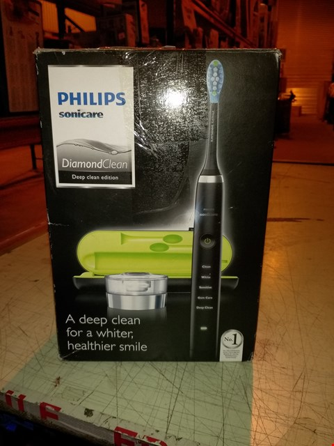 Lot 6605 PHILIPS SONICARE DIAMOND CLEAN ELECTRIC TOOTHBRUSH