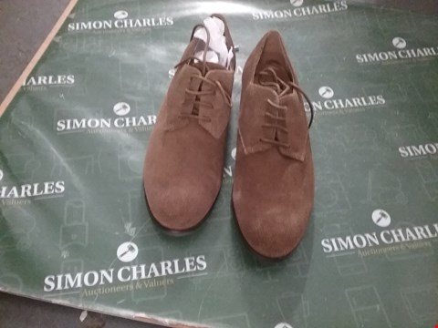 Lot 12277 PAIR OF BROWN SUEDE SHOES SIZE UNSPECIFIED