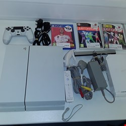 Lot 4518 PLAYSTATION 4 + FIFA 20 + CONTROLLER, WII, 2 WII GAMES, CONTROLLER.