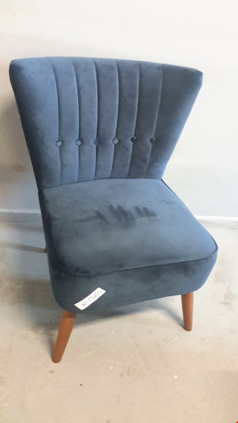 Lot 19 DESIGNER MIDNIGHT BLUE VELVET, RETRO DESIGN, MID-CENTURY STYLE COCKTAIL CHAIR