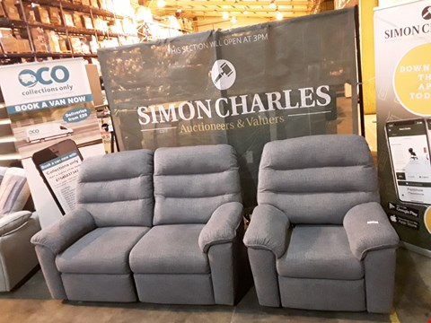 Lot 9001 QUALITY BRITISH MADE HARDWOOD FRAMED GREY FABRIC MANUALLY RECLINING TWO SEATER SOFA WITH POWER RECLINING ARMCHAIR