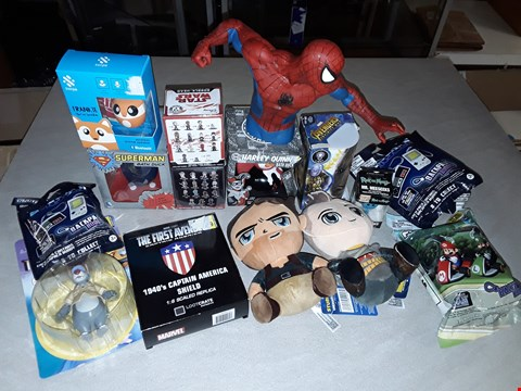 Lot 3017 LOT OF APPROXIMATELY 15 ASSORTED TOYS AND COLLECTABLES TO INCLUDE PLUSHIES, BATH DUCKS, POP KEYCHAIN AND MORE