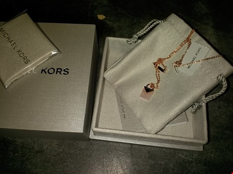 Lot 2102 MICHAEL KORS SEMI-PRECIOUS 14CT ROSE GOLD-PLATED STERLING SILVER PADLOCK NECKLACE RRP £249.00
