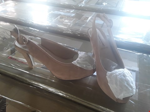 Lot 1209 10 PAIRS OF ASSORTED SHOES OF VARIOUS SIZES