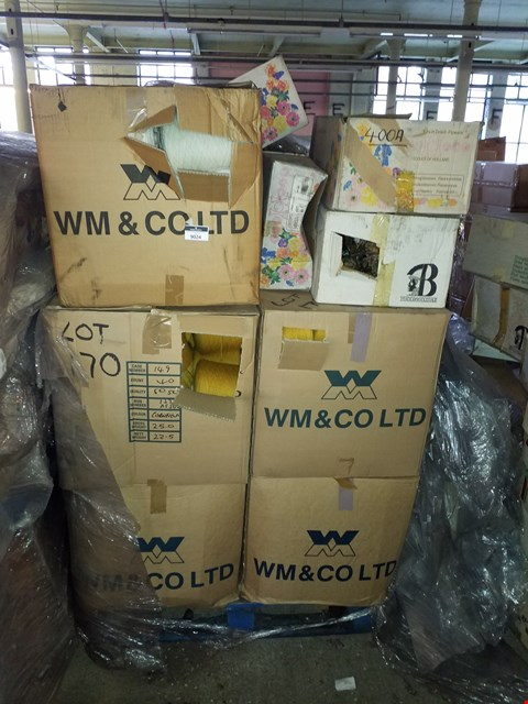 Lot 10009 PALLET OF ASSORTED ITEMS TO INCLUDE 4 BOXES OF DRIED FLOWERS AND 5 BOXES  OF APPROXIMATELY 40 SPOOLS OF YARN IN WHITE AND CORNFIELD