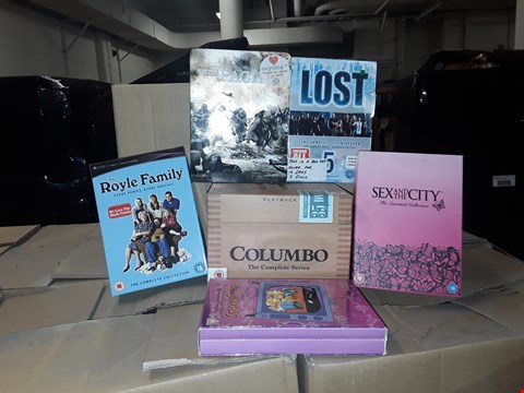 Lot 4105 JOB LOT OF ASSORTED CD/DVD BOXSETS , BOOKS AND GAMES TO INCLUDE LOST, COLUMBO, SEX AND THE CITY(4 BOXES)