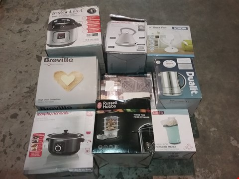 Lot 8099 CAGE OF ASSORTED PRODUCTS TO INCLUDE; INSTANT POT, MORPHY RICHARDS PYRAMID KETTLE, STATUS DESK FAN, DUALIT KETTLE, MORPHY RICHARDS SLOW COOKER, DASH POPCORN MAKER, TOWER DEEP FILL SANDWICH MAKER AND M