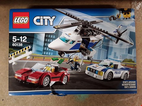 Lot 1767 BOXED LEGO CITY POLICE CHASE PACK