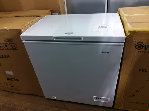 Lot 7034 SWAN WHITE CHEST FREEZER 142 LITRES  SR4160W RRP £159.99