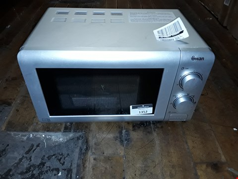 Lot 1352 SWAN SM22090S 20L MICROWAVE  RRP £64.99