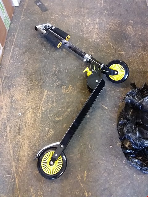 Lot 96 BOXED BATMAN FOLDING IN LINE SCOOTER RRP £34.99