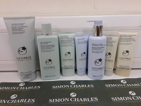 Lot 626 BOXED LIZ EARLE HAND, FACE AND SKIN BEAUTY SET