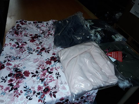 Lot 8084 LOT OF APPROXIMATELY 5 ASSORTED DESIGNER CLOTHING ITEMS TO INCLUDE BLUSH KIMONO SLEEVE TUNIC AND FLORAL SWEETHEART PROM DRESS