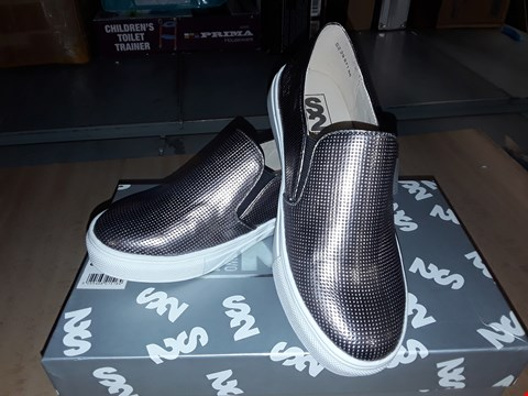 Lot 12293 BOXED STEP2WO LONDON ZOEE PEWTER METALLIC SLIP ON SHOES UK SIZE JUNIOR 13