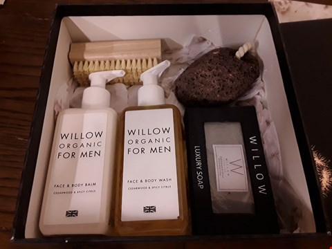 Lot 7005 WILLOW ENGLAND GIDT SET CONTAINING FACE &BODY WASH, SOAP AND FACE &BODY BALM ECT