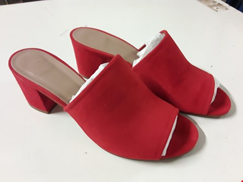 Lot 4 PAIR OF WHISTLES AMBERLEY MID BLOCK HEEL MULE IN RED - SIZE UK 7