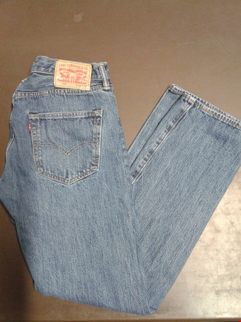 Lot 92 LEVIS MEDIUM WASH STRAIGHT LEG JEANS WAIST 32 LEG 32