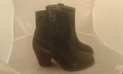 Lot 2071 PAIR OF FAT FACE OAKE HEEL ANKLE BOOT SIZE 5