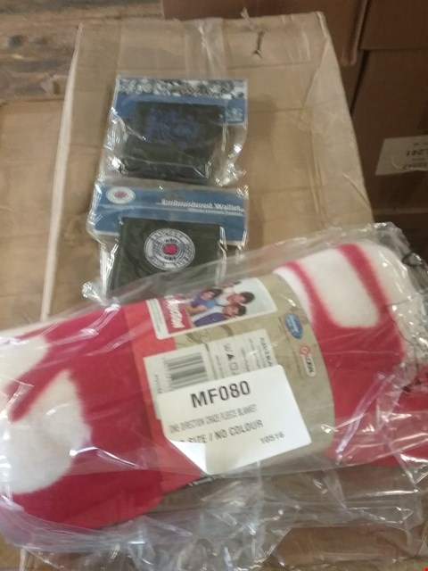 Lot 106 A LOT CONSISTING OF 2 BOXES OF 12 ONE DERECTION FLEECE BLANKETS AND 2 BOXES CONSISTING OF 183 VARIOUS WALLETS TO INCLUDE A RANGERS/EVERTON/MAN CITY/VILLA/BARCELONA/SPURS