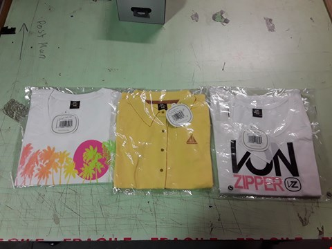 Lot 1786 LOT OF APPROXIMATELY 10 ASSORTED DESIGNER CLOTHING ITEMS TO INCLUDE A VON ZIPPER PRINT WHITE T-SHIRT S, A VON ZIPPER VICTORIA YELLOW POLO SHIRT, A VON ZIPPER SUNSET PRINT WHITE T-SHIRT ETC