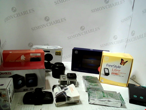 Lot 5699 LOT OF APPROXIMATELY 13 ASSORTED ITEMS TO INCLUDE; PHOTGRAPHY ACCESSORIES, WIRELESS SPEAKERS ETC