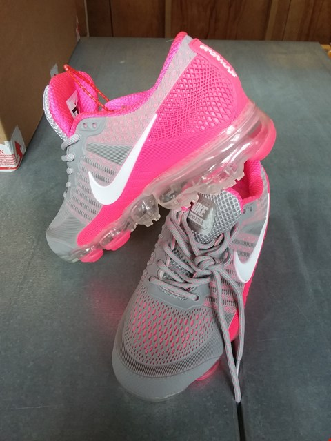 Lot 7070 NIKE AIR MAX 2018 RUNNING TRAINERS GREY/PINK SIZE 5
