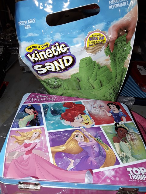 Lot 518 DISNEY  ) PRINCESS TOP TRUMPS & KINETIC SAND