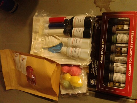 Lot 8092 BOX OF ASSORTED ITEMS TO INCLUDE -GAME COLOR SET - SCRATCH DOCTER PAINTS - BATH BOMBS