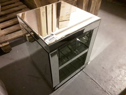 Lot 12159 DESIGNER MIRRORED ONE SHELF BEDSIDE TABLE