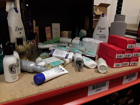 Lot 9065 TRAY OF APPROXIMATELY 50 ASSORTED BEAUTY ITEMS INCLUDING, DOVE, LAB SERIES, SHISEIDO, JOHNSON'S,  (TRAY NOT INCLUDED)