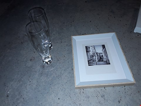 Lot 2095 2 HANDMADE BAR LAGER GLASSES 400ML AND 5X7 WHITE PHOTO FRAME