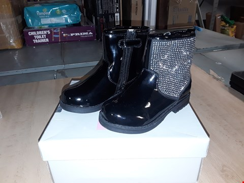 Lot 12539 BOXED LELLI KELLY BETTY BLACK DIAMANTE ZIP UP BOOTS UK SIZE 7 JUNIOR