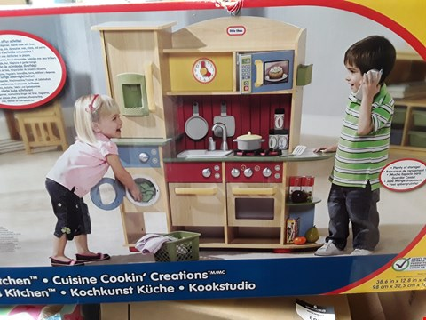Lot 11181 LITTLE TIKES COOKIN CREATIONS WOOD KITCHEN RRP £239