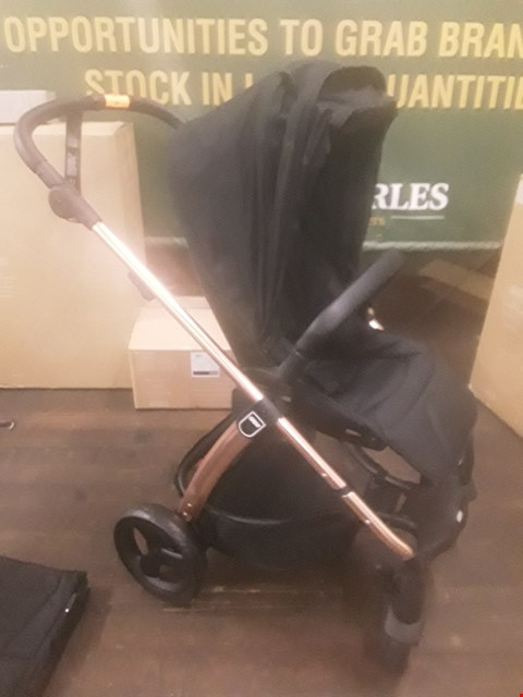 Lot 96 BOXED MAMAS AND PAPAS BLACK/ROSE GOLD SOLA2 PUSHCHAIR WITH CARRYCOT  RRP £929