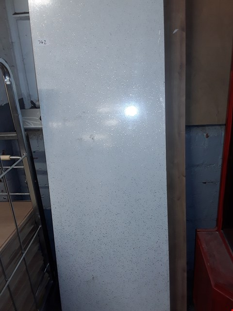 Lot 742 LOT OF 2 ASSORTED LAMINATED KITCHEN WORK SURFACES - APPROXIMATELY 3M