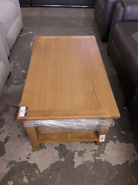 Lot 62 DESIGNER OAK EFFECT COFFEE TABLE WITH STORAGE