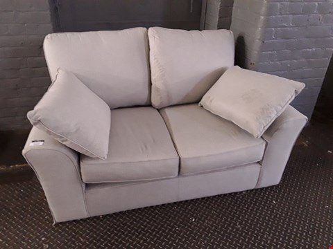 Lot 2022 QUALITY BRITISH DESIGNER DOVE GREY FABRIC 2 SEATER SOFA