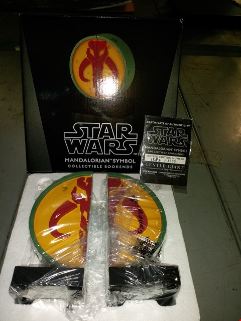 Lot 3101 GENTLE GIANT STAR WARS MANDALORIAN SYMBOL COLLECTABLE BOOKENDS LIMITED EDITION NUMBER 1582 OF 3000